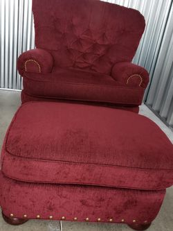 RED JUMBO CHAIR & OTTOMAN SET for Sale in OH,  US