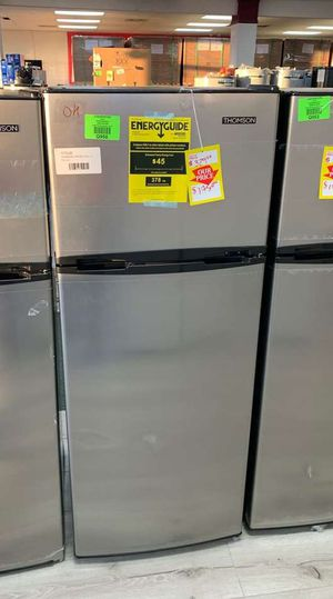 THOMSON 7.5 cubic ft. TOP FREEZER REFRIGERATOR NX for Sale in Missouri City, TX