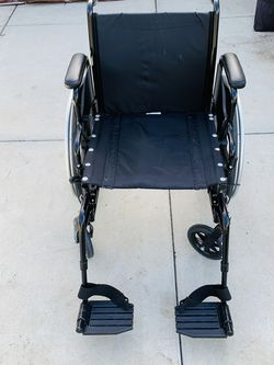 INVACARE TRACER SX5 WHEELCHAIR for Sale in Carlsbad,  CA