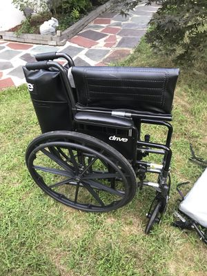 Heavy duty wheelchair including cushion for Sale in Plainfield, NJ