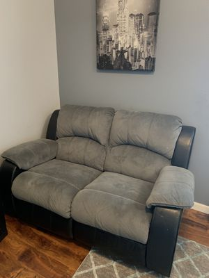 Grey & black recliner couch set for Sale in Auburn, WA