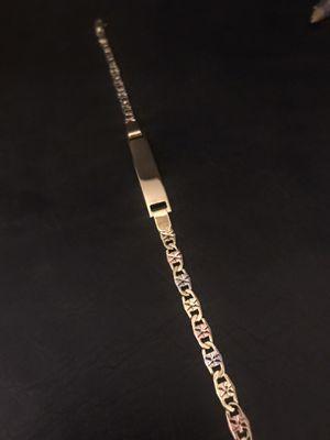 Esclaba para mujer o jóvenes en 3 tonos italiano tiene su marca ITALY / 18k gold plated bracelet tri-tons for Sale in Perris, CA