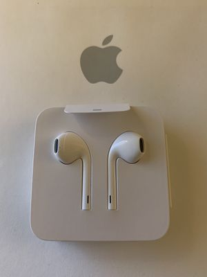 Apple EarPods with Lightning Connector NEW for Sale in Chino Hills, CA