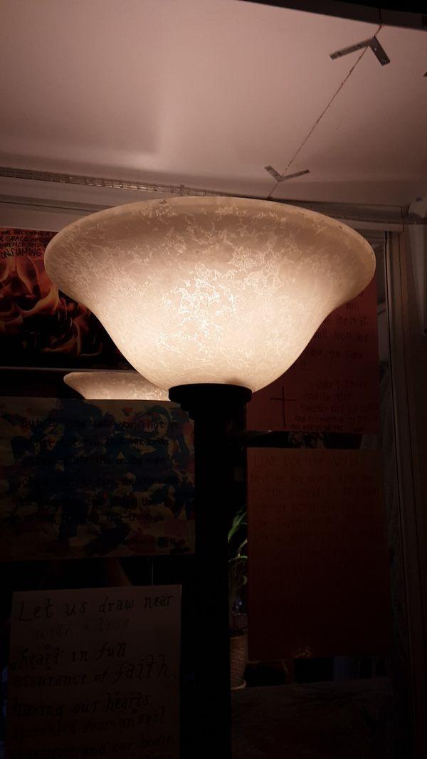 6' foot tall lamp, beautiful oil rubbed bronze!
