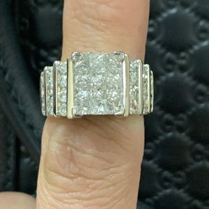 Wedding Ring In Perfect Condition for Sale in Surprise, AZ