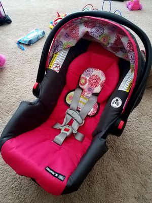 Graco snugride 30 car seat with base for Sale in Wheat Ridge, CO
