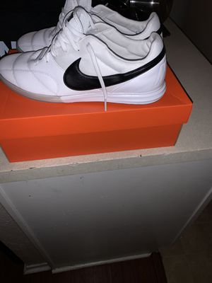 Nike indoor soccer shoe size 11 men for Sale in Dallas, TX