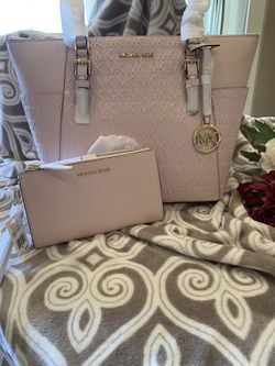 Mk tote w/wallet for Sale in White House,  TN