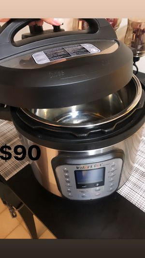 Instant pot 8 in 1 pressure cooker for Sale in Woburn, MA