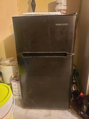 Mini refrigerator and freezer for Sale in Atlanta, GA