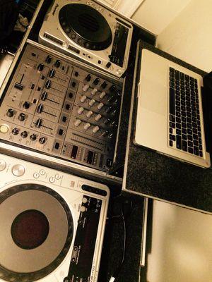 TECHNICS / PIONEER / NATIVE INSTRUMENTS / APPLE - dj equipment for Sale in Chicago, IL
