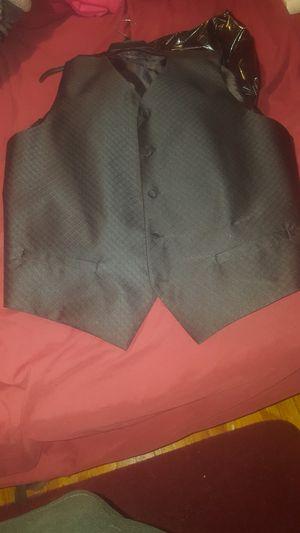 Men's size 4X black vest for Sale in Cleveland, OH
