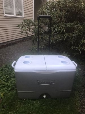 Large Rubbermaid cooler for Sale in Everett, WA