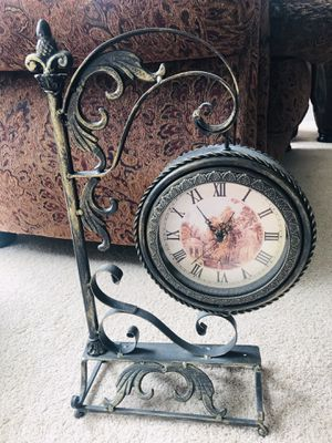 Antique Clock 🕰 with mirror for Sale in Kent, WA