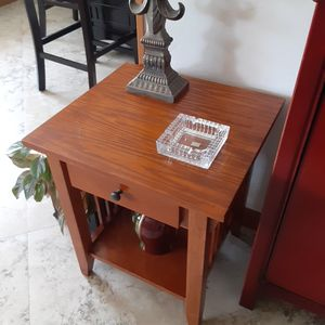 Classic Shaker Style Solid Wood End Table with Drawer for Sale in Wilton Manors, FL