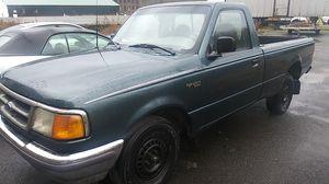 Ford. Ranger xlt 6 cylinder 1996 for Sale in Palmer, MA