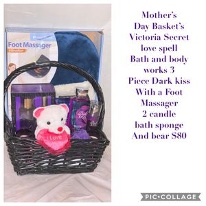Double fragrance mother day basket for Sale in Houston, TX