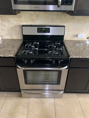 Frigidaire stove, dishwasher & FREE microwave $800 for ALL for Sale in Austin, TX
