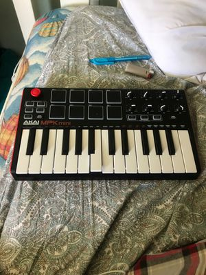 AKAI MPK MINI for Sale in Santa Cruz, CA