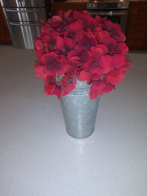 ARTIFICIAL FLOWERS IN VASE FROM KOHL'S AMERICAN HERITAGE COLLECTION for Sale in Naperville, IL