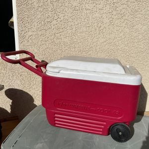 Igloo Rolling Cooler for Sale in Victorville, CA