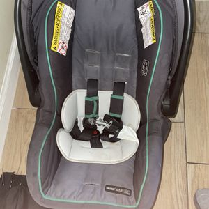 Used Infant Graco Car Seat for Sale in Hollywood, FL