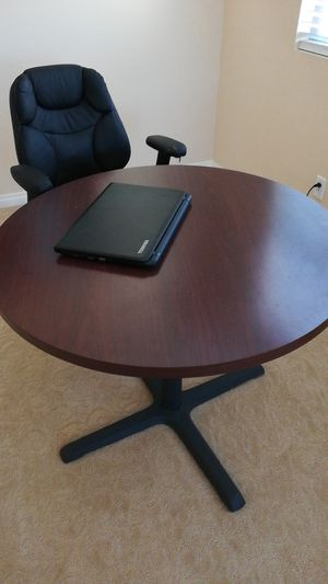 Round nook table very good condition for Sale in Carlsbad, CA