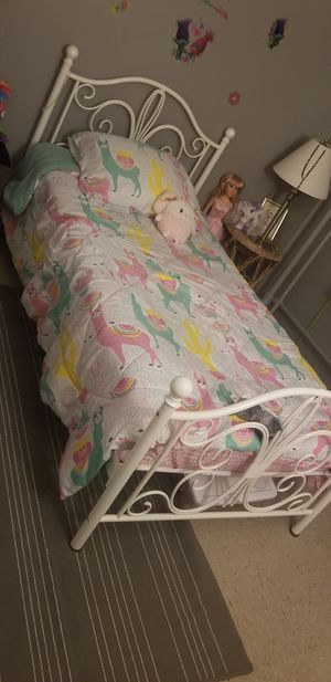 Twin bed for Sale in Staten Island, NY