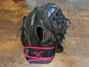 """Mizuno Prospect Finch GPP1105F2 11"""" Youth Infield Fastpitch Softball Glove. for Sale in Lake Oswego, OR"""