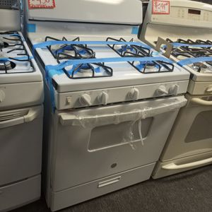 NEW SCRATCH AND DENT GAS STOVE WITH WARRANTY for Sale in Baltimore, MD