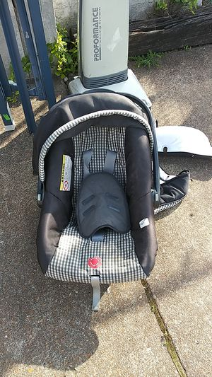 Newborn Car Seat for Sale in St. Louis, MO