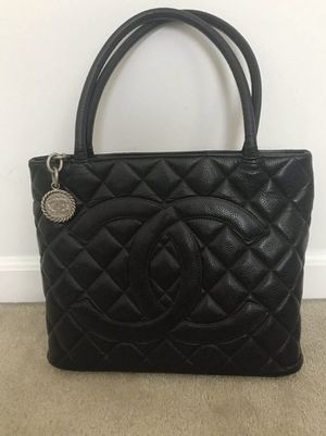 CHANEL Classic Silver Medallion CC Logo Quilted Black Caviar Skin Tote Bag/e632 for Sale in Geneva, IL