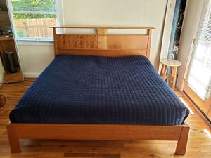Dania Reflections series king size bed and dresser for Sale in West Linn, OR