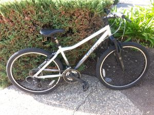 Like new giant mountain commuter bike 16 inch medium frame for Sale in Campbell, CA