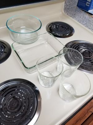 2 pyrex glass bowls and 3 glasses kettle one for Sale in Costa Mesa, CA