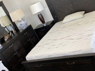 Queen 4 Pc Bedroom Set $1399 for Sale in Los Alamitos,  CA
