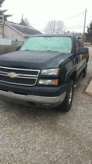 05 chevy silverado 2500 hd for Sale in South Park Township, PA
