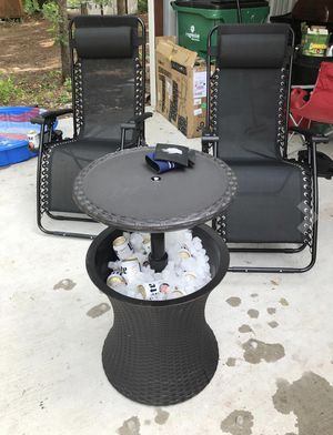 Cool Bar Outdoor Patio Furniture and Hot Tub Side Table with 7.5 Gallon Beer and Wine Cooler for Sale in Houston, TX