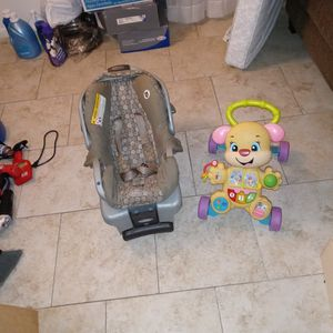 Graco Carseat & Baby Learning Walker for Sale in Humble, TX