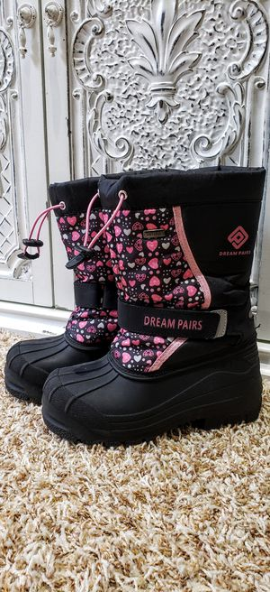DREAM PAIRS GIRLS SNOW BOOTS SIZE 13 for Sale in Bothell, WA