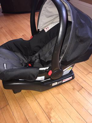 Infant car seat with bass for Sale in Frankfort, NY
