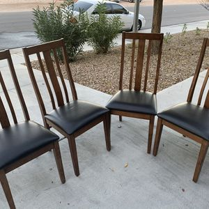 Kitchen Table Chairs for Sale in Sloan, NV