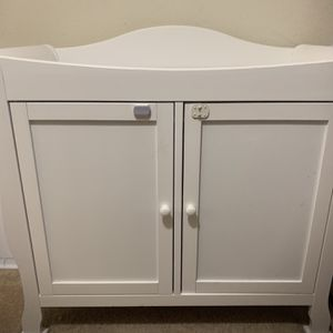 Wood White Crib And Change Table for Sale in Santa Monica, CA