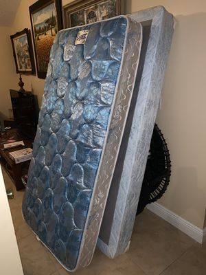 Twin mattress & box spring for Sale in Winter Springs, FL