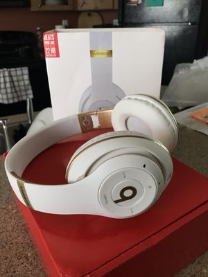 New WhiteGold Beats Solo3 Wireless Headphones for Sale in Austin, TX
