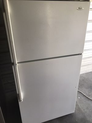Whirlpool apartment size refrigerator for Sale in Garden Grove, CA