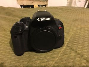 Canon Rebel T5i for Sale in Los Angeles, CA