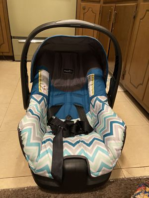 Car seat for Sale in Batavia, OH