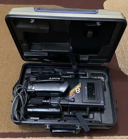 Vintage Sony CCD-V8AF Video 8 Camera Recorder Camcorder Auto Focus Case Untested for Sale in Fort Worth,  TX
