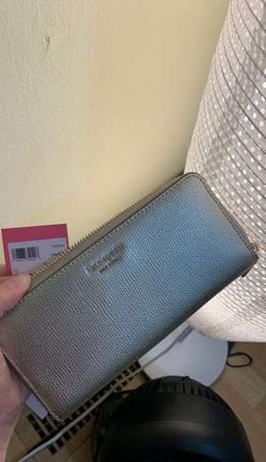 Gold kate spade wallet for Sale in Newcastle, WA